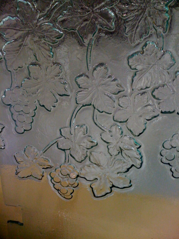 Cast Glass Shower Enclosure - Pattern - Grapevine