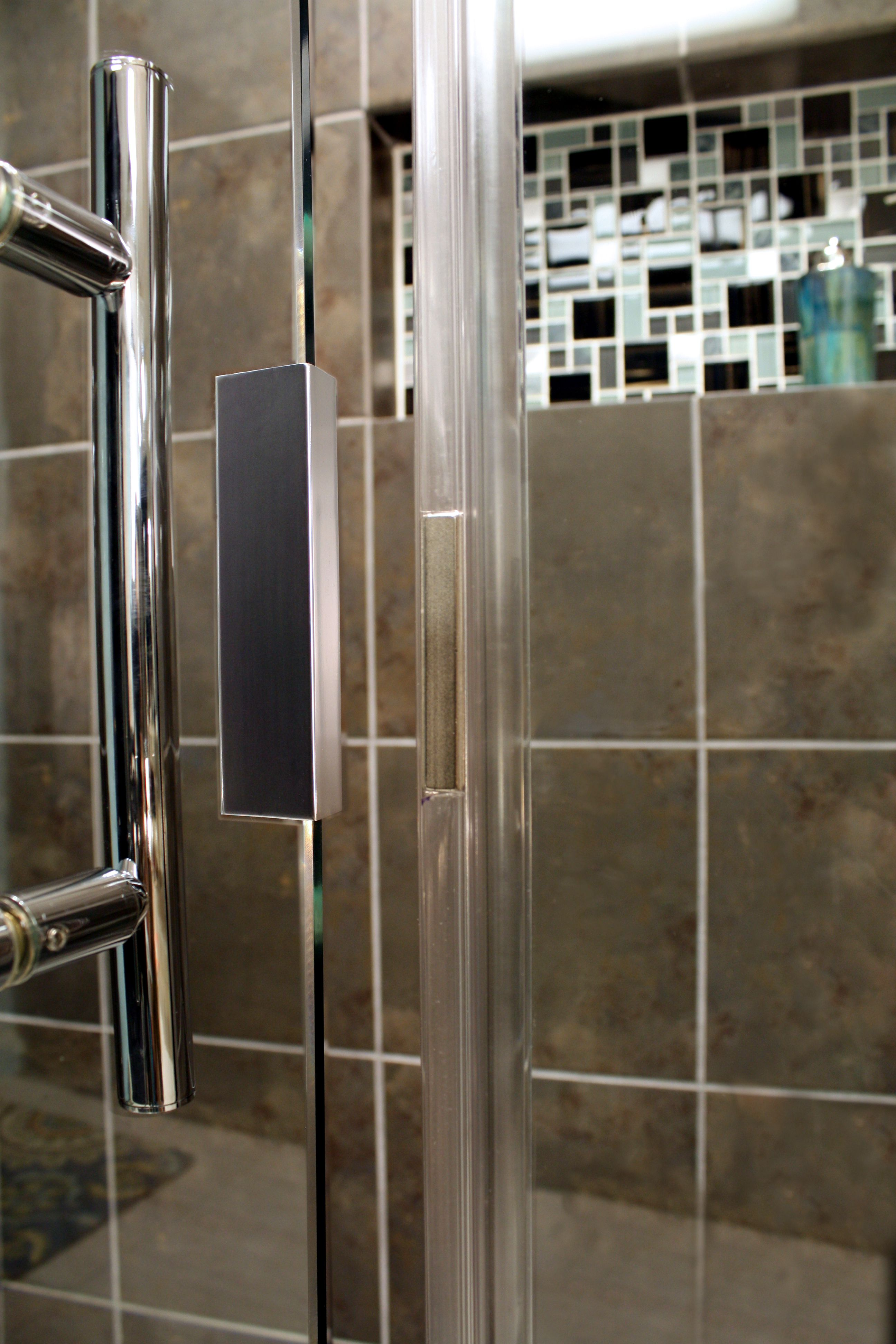 Shower Enclosure, Uptown Series - Hardware Catch