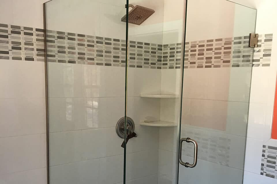 Cardinal shower enclosure